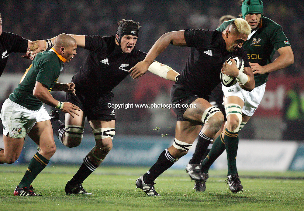 All Black flanker Jerry Collins on the charge during the Tri Nations rugby match vs South Africa at Carisbrook, Dunedin, New Zealand on Saturday 27 August 2005. The All Blacks defeated South Africa 31-27. Photo:Andrew Cornaga/PHOTOSPORT<br /><br /><br />132916