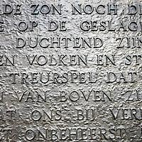 Nederland, Amsterdam , 4 mei 2010..Het Nationaal Monument op de Dam in Amsterdam is het belangrijkste monument voor de herdenking van de Tweede Wereldoorlog in Nederland. Hier vindt jaarlijks op 4 mei, om 20 uur, de nationale dodenherdenking plaats, bijgewoond door de koningin en georganiseerd door het Nationaal Comité 4 en 5 mei..Het monument is ontworpen door architect J.J.P. Oud en de beelden door beeldhouwer Johannes Anton Rädecker. De reliëfs zijn gehakt door Paul Grégoire. Het monument staat centraal bij de jaarlijkse Nationale Dodenherdenking op 4 mei. De onthulling van het monument vond plaats op 4 mei 1956..The National Monument on Dam Square in Amsterdam is the most important monument for the commemoration of World War II in the Netherlands. Every year on May 4, at 20:00 , the National Remembrance Day takes place on this square, attended by the Queen and organized by the National Committee of the 4th and 5th of May .