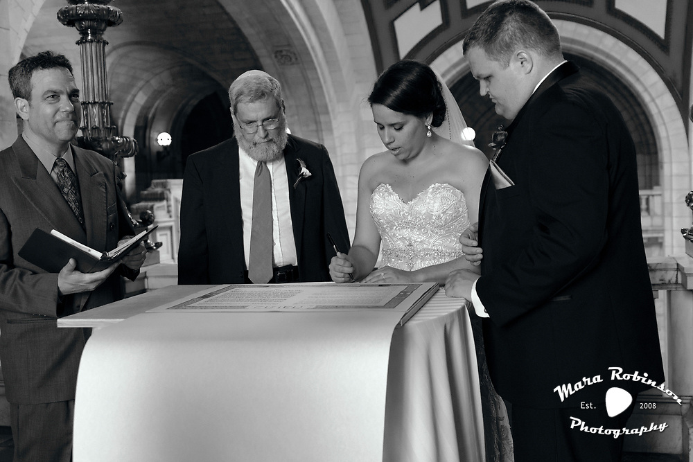 Elana and Matt sign the Ketubah by Tallmadge wedding photographer, Akron wedding photographer Mara Robinson Photography