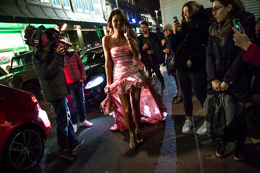 Arrivee de Anna Dello Russo, conseiller de Vogue Japon, au defilee de Alberta Ferretti pendant la semaine de la mode a Milan