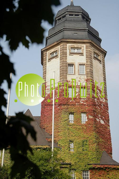 Mannheim. Der Herbst k&cedil;ndigt sich an. Bei milden Temperaturen um 20 Grad ist die Herbststimmung noch wenig zu sp&cedil;ren.<br /> Alte Feuerwache mit Efeu<br /> <br /> Bild: Markus Proflwitz / masterpress /  <br /> <br /> ++++ Archivbilder und weitere Motive finden Sie auch in unserem OnlineArchiv. www.masterpress.org oder &cedil;ber das Metropolregion Rhein-Neckar Bildportal   ++++ *** Local Caption *** masterpress Mannheim - Pressefotoagentur<br /> Markus Proflwitz<br /> C8, 12-13<br /> 68159 MANNHEIM<br /> +49 621 33 93 93 60<br /> info@masterpress.org<br /> Dresdner Bank<br /> BLZ 67080050 / KTO 0650687000<br /> DE221362249