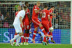 12.10.2012, Stade de Suisse, Bern, SUI, FIFA WM Qualifikation, Schweiz vs Norwegen, im Bild Goekhan Inler (SUI),Johan Djourou (SUI),Eren Derdiyok (SUI),Granit Xhaka (SUI) und Tranquillo Barnetta (SUI) stehen in der Mauer, (R) Espen Ruud (NOR) // during FIFA World Cup Qualifier Match between Switzerland and Norway at the Stade de Suisse, Bern, Switzerland on 2012/10/12. EXPA Pictures © 2012, PhotoCredit: EXPA/ Freshfocus/ Valeriano Di Domenico..***** ATTENTION - for AUT, SLO, CRO, SRB, BIH only *****