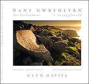 For landscape photo-artist Glyn Davies, the lost valley of Nant Gwrtheyrn, hidden away on the north-west coast of Wales, was a place of mysterious childhood memories. Then he met Dr Carl Clowes, whose work in the 1970s helped turn the deserted granite-quarrying village into a centre for Welsh language and culture. Their initial co-operation on the production of an illustrated guide-book became, for Glyn, the catalyst for a far more extensive project.<br />