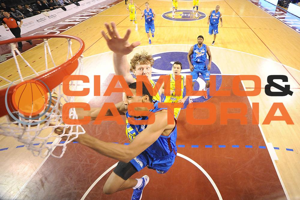 DESCRIZIONE : Ancona Lega A 2011-12 Fabi Shoes Montegranaro Novipiu Casale Monferrato<br /> GIOCATORE : Garrett Temple<br /> CATEGORIA : special tiro<br /> SQUADRA : Novipiu Casale Monferrato<br /> EVENTO : Campionato Lega A 2011-2012<br /> GARA : Fabi Shoes Montegranaro Novipiu Casale Monferrato<br /> DATA : 18/03/2012<br /> SPORT : Pallacanestro<br /> AUTORE : Agenzia Ciamillo-Castoria/C.De Massis<br /> Galleria : Lega Basket A 2011-2012<br /> Fotonotizia : Ancona Lega A 2011-12 Fabi Shoes Montegranaro Novipiu Casale Monferrato<br /> Predefinita :