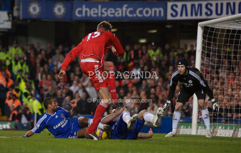 LONDON, ENGLAND - Sunday, February 10, 2008: Liverpool's Peter Crouch is thwarted by Chelsea's Ashley Cole and Alex during the Premiership match at Stamford Bridge. (Photo by David Rawcliffe/Propaganda)
