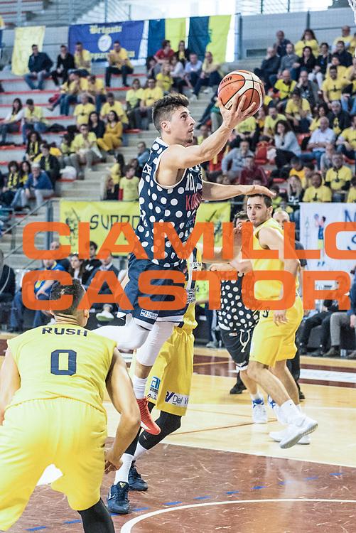 Michele Ruzzier<br /> U.S. Basket Recanati - Kontatto Fortitudo Basket Bologna<br /> Lega Nazionale Pallacanestro 2016/2017<br /> Recanati 09/04/2017<br /> Foto Ciamillo-Castoria