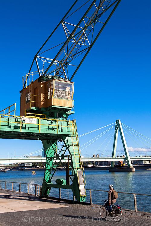Europa, Deutschland, Koeln, alter Kran im Rheinauhafen, im Hintergrund die Severinsbruecke.<br /> <br /> Europe, Germany, Cologne, old crane at the Rheinau harbour, in the background the Severins bridge.