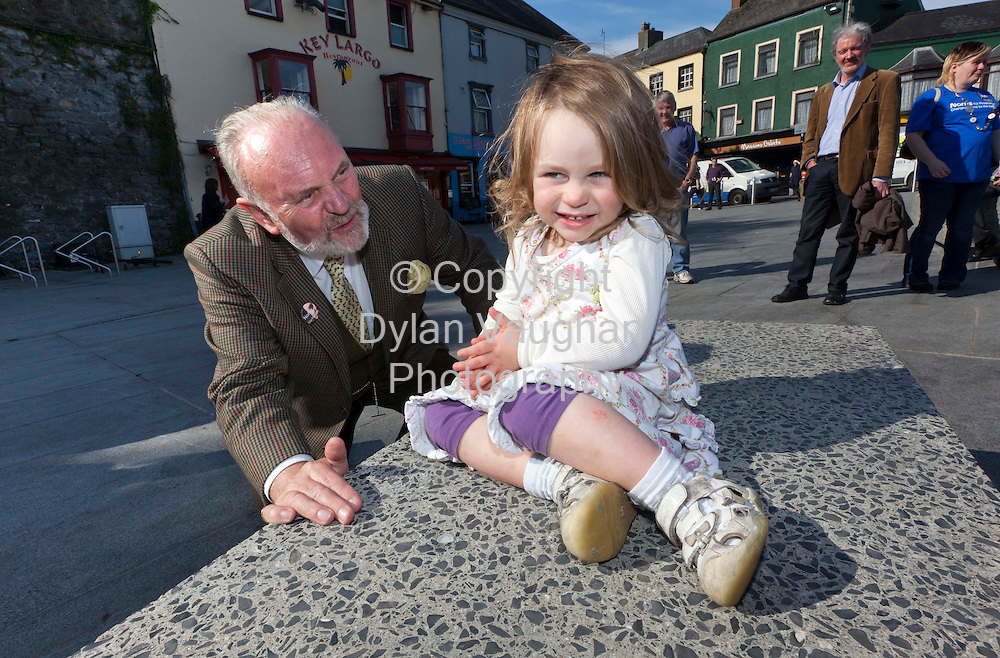 3/10/2011..Senator David Norris pictured with Genevieve Bracken aged 2 from Thurles during his presidential campaign visit to Kilkenny yesterday.Picture Dylan Vaughan.