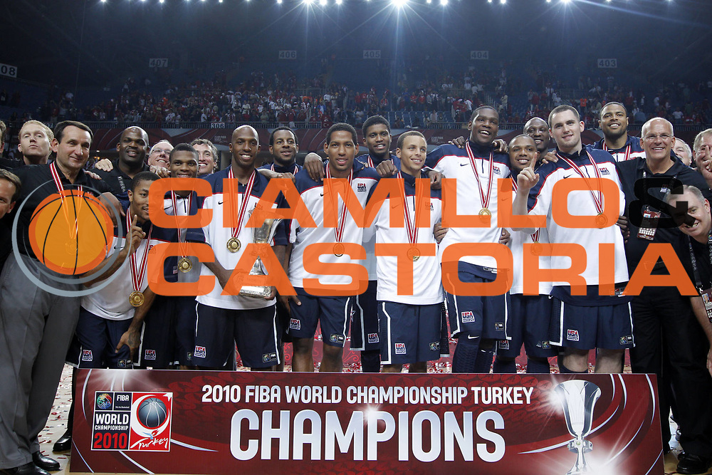 DESCRIZIONE : Istanbul Turchia Turkey Men World Championship 2010 Final Campionati Mondiali Finale Turkey USA<br /> GIOCATORE : Team USA<br /> SQUADRA : USA<br /> EVENTO : Istanbul Turchia Turkey Men World Championship 2010 Campionato Mondiale 2010<br /> GARA : Turkey USA Turchia USA<br /> DATA : 12/09/2010<br /> CATEGORIA : esultanza jubilation<br /> SPORT : Pallacanestro <br /> AUTORE : Agenzia Ciamillo-Castoria/ElioCastoria<br /> Galleria : Turkey World Championship 2010<br /> Fotonotizia : Istanbul Turchia Turkey Men World Championship 2010 Final Campionati Mondiali Finale Turkey USA<br /> Predefinita :