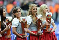 Fussball 1. Bundesliga :  Saison   2009/2010   34. Spieltag   Hertha BSC Berlin - FC Bayern Muenchen    08.05.2010 Paulaner BIERDAMEN, WEISSBIER MAEDELS