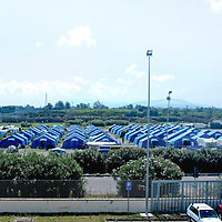 In a remote industrial area, 5 km from Rosarno, a tent camp was constructed.<br />