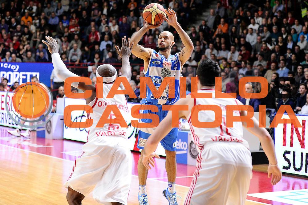 DESCRIZIONE : Varese Lega A 2014-2015 Openjob Metis Varese Banco di Sardegna Sassari<br /> GIOCATORE : David Logan<br /> CATEGORIA : tiro three points<br /> SQUADRA : Banco di Sardegna Sassari<br /> EVENTO : Campionato Lega A 2014-2015<br /> GARA : Openjob Metis Varese Banco di Sardegna Sassari<br /> DATA : 26/12/2014<br /> SPORT : Pallacanestro<br /> AUTORE : Agenzia Ciamillo-Castoria/Max.Ceretti<br /> GALLERIA : Lega Basket A 2014-2015<br /> FOTONOTIZIA : Varese Lega A 2014-2015 Openjob Metis Varese Banco di Sardegna Sassari<br /> PREDEFINITA :