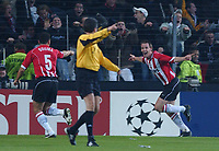 Fotball<br /> Foto: SBI/Digitalsport<br /> NORWAY ONLY<br /> <br /> UEFA Champions league.<br /> PSV Eindhoven v Arsenal<br /> 24/11/2004.<br /> <br /> PSV's Andre Ooijer celebrates with team mate Wilfred Bouma after giving PSV the lead