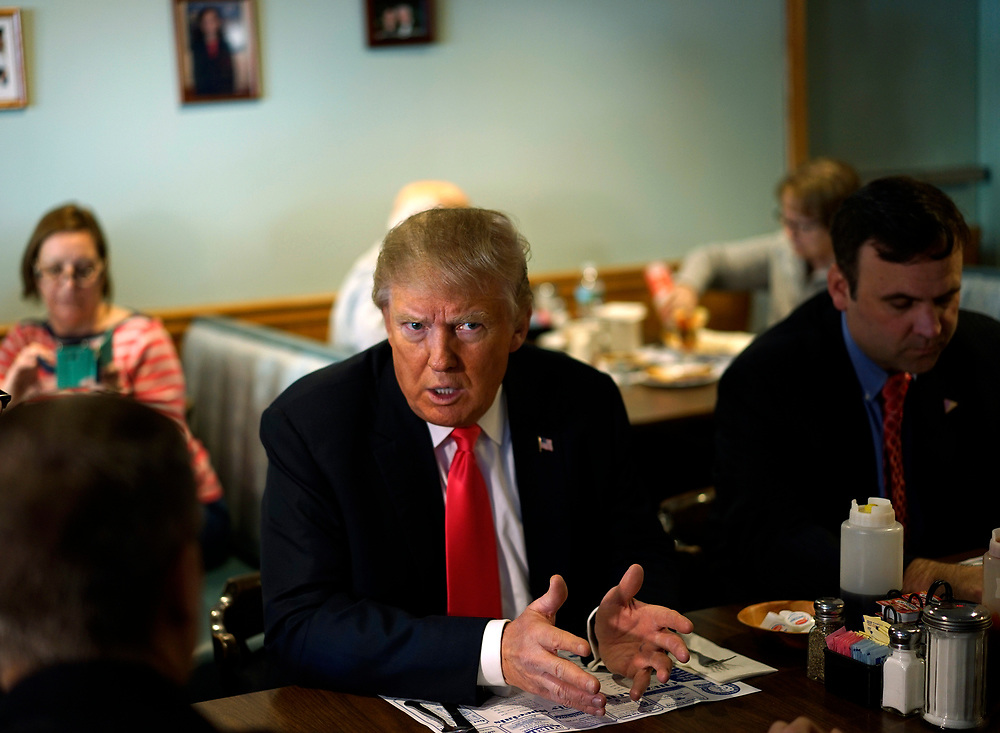 U.S. Republican presidential candidate Donald Trump talks with staff at the Chez-Vauchon restaurant in Manchester, New Hampshire February 7, 2016<br />  REUTERS/Rick Wilking