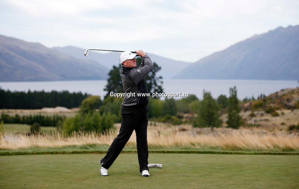 Prime Minister John Key  plays at Jacks Point, Queenstown, during round three of the 2016 BMW ISPS Handa New Zealand Open, The Hills, Arrowtown, New Zealand.12 March 2016. Photo by Michael Thomas/www.photosport.nz