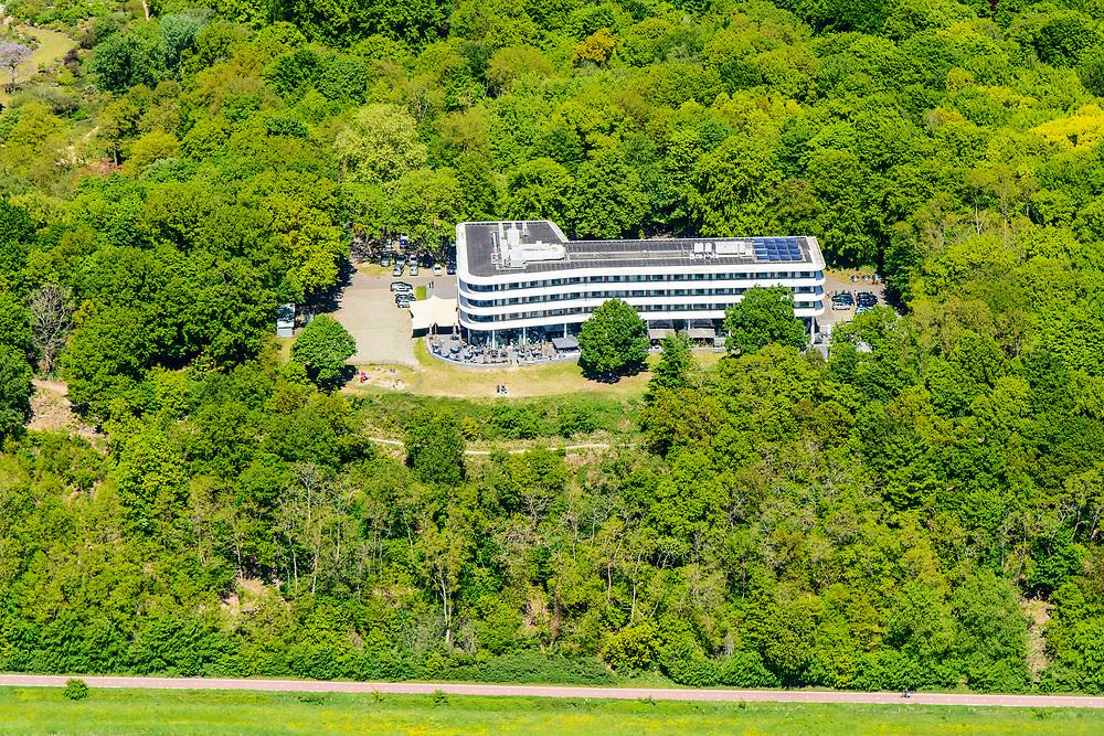 Nederland, Gelderland, Wageningen, 13-05-2019; zicht op de Wageningse berg met hotel-restaurant.<br /> View of the Wageningse berg with hotel restaurant<br /> <br /> luchtfoto (toeslag op standard tarieven);<br /> aerial photo (additional fee required);<br /> copyright foto/photo Siebe Swart