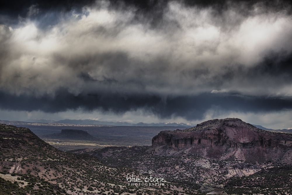 A taunting dry thunderstorm over the New Mexico landscape.<br />