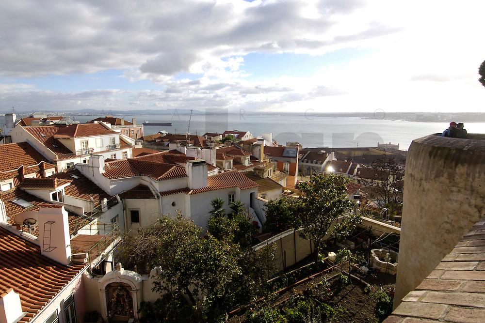 01 JAN 2006, LISBON/PORTUGAL:<br /> Blick auf die Daecher von Alfama, einem historischen Stadtteil der Stadt Lissabon<br /> View on the rooftops of Alfama, a historical district of the city of Lisbon<br /> IMAGE: 20060101-01-008<br /> KEYWORDS: Lisboa, roof, Dach, D&auml;cher, Reise, travel, Stadtansicht, Europa, europe, cityscape