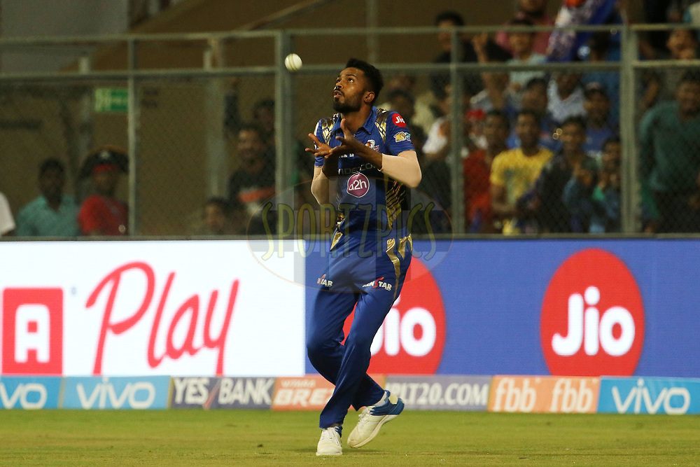 Hardik Pandya of the Mumbai Indians takes a catch of Robin Uthappa of the Kolkata Knight Riders during match 7 of the Vivo 2017 Indian Premier League between the Mumbai Indians and the Kolkata Knight Riders held at the Wankhede Stadium in Mumbai, India on the 9th April 2017<br /> <br /> Photo by Vipin Pawar - IPL - Sportzpics