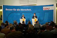 18 OCT 2004, BERLIN/GERMANY:<br /> Angela Merkel (L), CDU Bundesvorsitzende, und Klaus Zemke (R), CDU Pressesprecher, waehrend einer Pressekonferenz zu den Ergebnissen der vorangegangenen Sitzung des CDU Praesidiums, Konrad-Adenauer-Haus<br /> IMAGE: 20041018-01-003<br /> KEYWORDS: Journalist, Journalisten