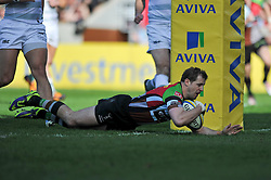 Nick Evans (Harlequins) scores the opening try - Photo mandatory by-line: Patrick Khachfe/JMP - Tel: Mobile: 07966 386802 29/03/2014 - SPORT - RUGBY UNION - The Twickenham Stoop, London - Harlequins v London Irish - Aviva Premiership.