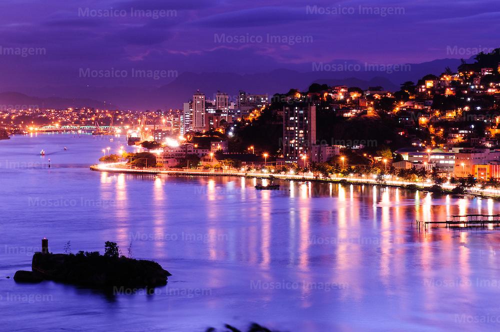 Brasil - Vitoria - Espirito Santo - Vista noturna da Baia de Vitoria - Foto: Tadeu Bianconi/ Mosaico Imagem