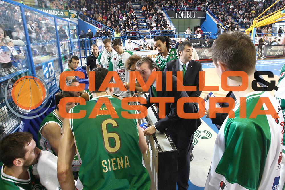 DESCRIZIONE : Porto San Giorgio Lega A 2010-11 Fabi Montegranaro Montepaschi Siena<br /> GIOCATORE : Simone Pianigiani<br /> SQUADRA : Montepaschi Siena<br /> EVENTO : Campionato Lega A 2010-2011<br /> GARA : Fabi Montegranaro Montepaschi Siena<br /> DATA : 30/01/2011<br /> CATEGORIA : coach timeout<br /> SPORT : Pallacanestro<br /> AUTORE : Agenzia Ciamillo-Castoria/C.De Massis<br /> Galleria : Lega Basket A 2010-2011<br /> Fotonotizia : Porto San Giorgio Lega A 2010-11 Fabi Montegranaro Montepaschi Siena<br /> Predefinita :