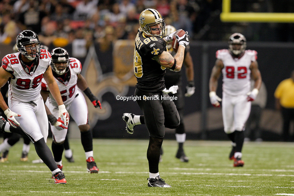 2009 November 02: New Orleans Saints tight end Jeremy Shockey (88) catches a pass over Atlanta Falcons defensive end Jamaal Anderson (98) during the second quarter at the Louisiana Superdome in New Orleans, Louisiana.