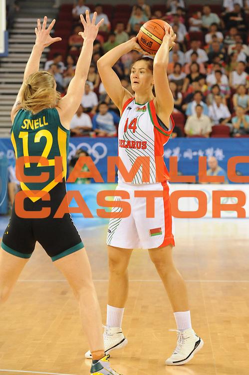 DESCRIZIONE : Beijing Pechino Olympic Games Olimpiadi 2008 Belarus Bielorussia Australia<br />GIOCATORE : Nataliya Trafimava<br />SQUADRA : Belarus Bielorussia<br />EVENTO : Olympic Games Olimpiadi 2008<br />GARA : Belarus Bielorussia Australia<br />DATA : 09/08/2008 <br />CATEGORIA : Passaggio<br />SPORT : Pallacanestro <br />AUTORE : Agenzia Ciamillo-Castoria/G.Ciamillo