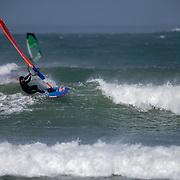session de vagues de windsurf avec valentin Brault sur le spot de Diamond Head dans l'ile de ré