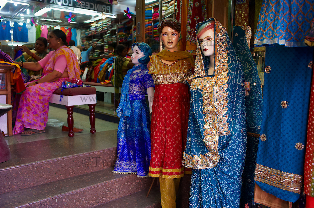 Inde, Rajasthan, Jaipur, boutique de Sari. // India, Rajasthan, Jaipur, Sari and textile shop.