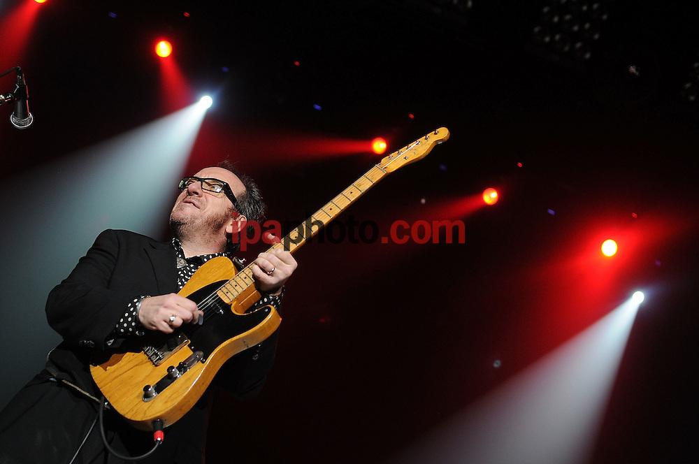 ORLANDO, FLORIDA USA MAY/16/2008 .Elvis Costello performs in stage during a concert in the Amway Arena in Orlando, Florida, May 16, 2008. .(Photo by  IPAPHOTO.COM)..ORLANDO, FLORIDA USA MAYO/16/2008 .El cantante Elvis Costello durante una presentacion en concierto en el Amway Arena de la ciudad de Orlando, Florida el 16 de mayo de 2008.(Foto por / IPAPHOTO.COM)