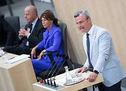 12.06.2019, Hofburg, Wien, AUT, Parlament, Nationalratssitzung, Sitzung des Nationalrates mit Vorstellung der Übergangsregierung, im Bild FPÖ Klubobmann Norbert Hofer vor Vizekanzler und Justizminister Clemens Jabloner und Austrian Vice Chancellor and Minister of Justice Clemens Jabloner // FPOe party whip Norbert Hofer in front of Austrian Vice Chancellor and Minister of Justice Clemens Jabloner and Austrian Chancellor Brigitte Bierlein during meeting of the National Council of austria at Hofburg palace in Vienna, Austria on 2019/06/12, EXPA Pictures © 2019, PhotoCredit: EXPA/ Michael Gruber