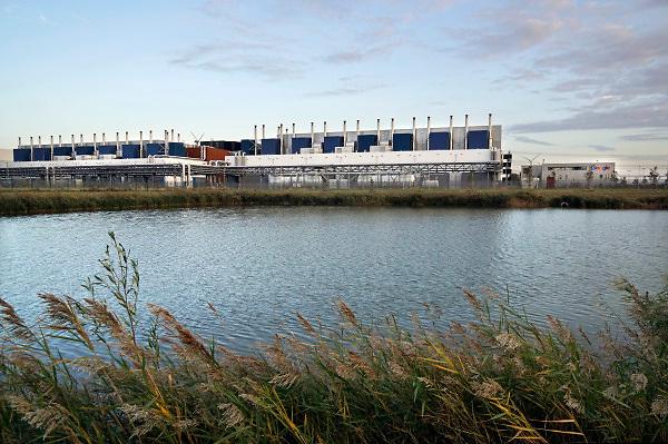 Nederland, Eemshaven,14-10-2018 Google Dataport Eemshaven. De nieuwbouw van het datacentrum is gebouwd door de bouwgroep ISG. Green box computing . FOTO: FLIP FRANSSEN