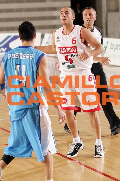 DESCRIZIONE : Ancona Lega B Eccellenza 2005-06 Titolo Italiano Dilettanti Vanoli Soresina Scavolini Spar Pesaro <br /> GIOCATORE : Morri <br /> SQUADRA : Vanoli Soresina <br /> EVENTO : Campionato Lega B Eccelenza 2005-2006  Titolo Italiano Dilettanti <br /> GARA : Vanoli Soresina Scavolini Spar Pesaro <br /> DATA : 10/06/2006 <br /> CATEGORIA : Palleggio <br /> SPORT : Pallacanestro <br /> AUTORE : Agenzia Ciamillo-Castoria/S.Silvestri