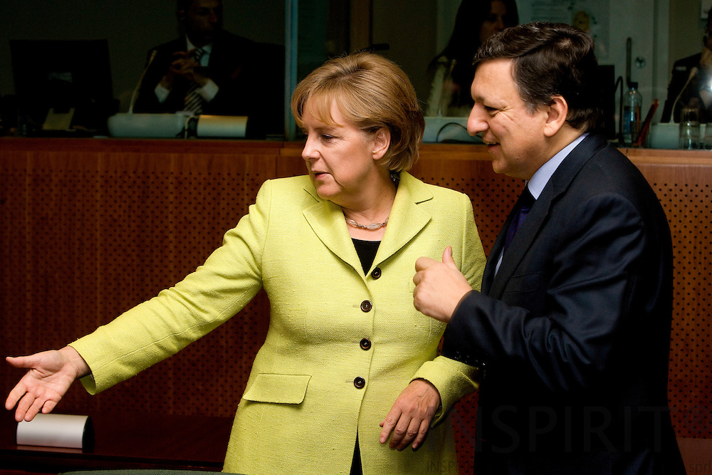 BRUSSELS - BELGIUM - 19 JUNE 2009 -- EU-Summit -- From left the the German Chancellor Angela MERKEL and the European Commission President Jose Manuel BARROSO at the second day at the summit.  Photo: Erik Luntang