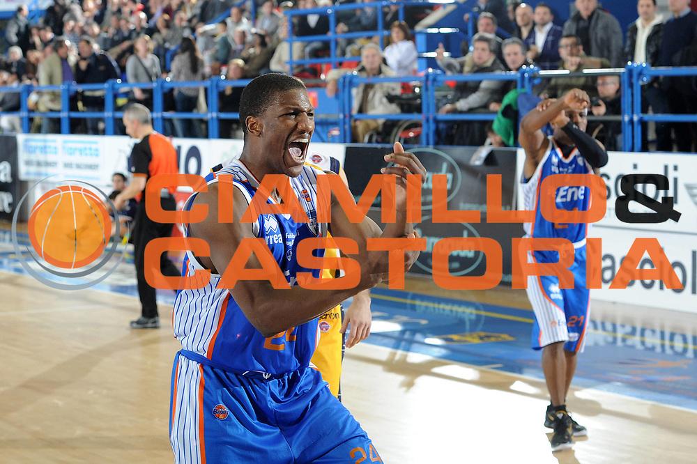 DESCRIZIONE : Porto San Giorgio Lega A 2010-11 Fabi Shoes Montegranaro Enel Brindisi<br /> GIOCATORE : Yakouba Diawara<br /> SQUADRA : Enel Brindisi<br /> EVENTO : Campionato Lega A 2010-2011<br /> GARA : Fabi Shoes Montegranaro Enel Brindisi<br /> DATA : 27/03/2011<br /> CATEGORIA : delusione<br /> SPORT : Pallacanestro<br /> AUTORE : Agenzia Ciamillo-Castoria/C.De Massis<br /> Galleria : Lega Basket A 2010-2011<br /> Fotonotizia : Porto San Giorgio Lega A 2010-11 Fabi Shoes Montegranaro Enel Brindisi<br /> Predefinita :