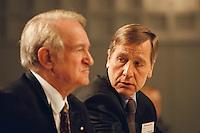 1998 JAN 31, DORTMUND/GERMANY<br /> Johannes Rau, SPD, Ministerpr&auml;sident Nordrhein-Westfalen, und Wolfgang Clement, SPD, Wirtschaftsminister Nordrhein-Westfalen, auf dem Landesparteitag der SPD NRW<br /> IMAGE: 19980131-01/01-30