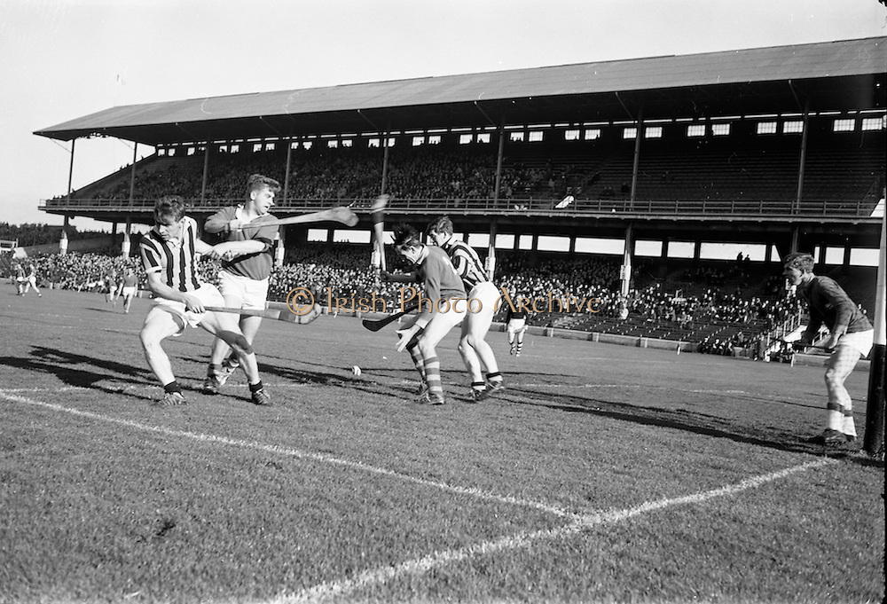 15/10/1967<br /> 10/15/1967<br /> 15 October 1967<br /> Oireachtas Final: Kilkenny v Clare at Croke Park, Dublin.<br /> Clare right full-back, M. Considine (second from the left) about to catch the ball in front of his own goal.
