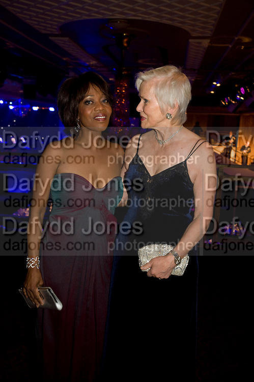 ALFRE WOODARD; JOSIE WALEY-COHEN, The Laurence Olivier Awards, The Grosvenor House Hotel. Park Lane. London. 8 March 2009 *** Local Caption *** -DO NOT ARCHIVE -Copyright Photograph by Dafydd Jones. 248 Clapham Rd. London SW9 0PZ. Tel 0207 820 0771. www.dafjones.com<br /> ALFRE WOODARD; JOSIE WALEY-COHEN, The Laurence Olivier Awards, The Grosvenor House Hotel. Park Lane. London. 8 March 2009