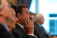 29 SEP 2003, BERLIN/GERMANY:<br /> Gerhard Schroeder, SPD, Bundeskanzler,  Zeitungskongress des BDZV, Bund Deutscher Zeitungsverleger, Hotel Maritim<br /> IMAGE: 20030929-02-014<br /> KEYWORDS: Gerhard Schröder