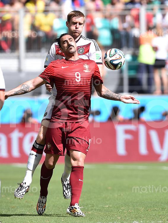 FUSSBALL WM 2014  VORRUNDE    Gruppe G     Deutschland - Portugal              16.06.2014 Per Mertesacker (hinten, Deutschland) gegen Hugo Almeida (vorn, Portugal)