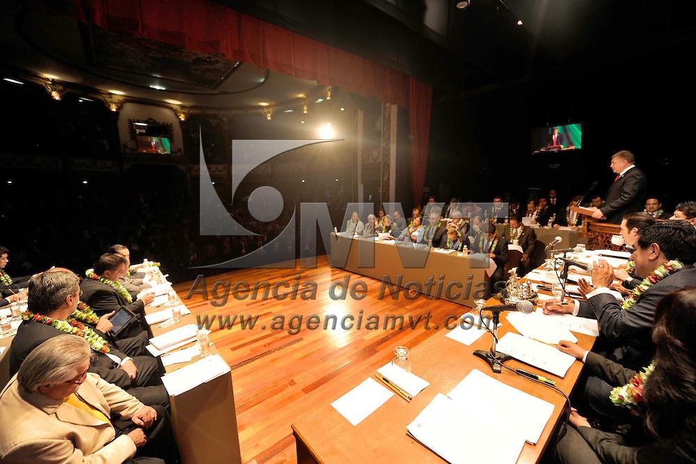 El Oro, Mexico.- Jose Manzur Quiroga, Presidente de la Junta de Coordinacion Politica del Congreso del Estado de Mexico durante la sesion realizada en el teatro Juarez habilitado como recinto oficial. Agencia MVT / Congreso Edomex. (DIGITAL)