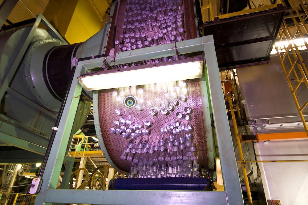 Fabricacao de latas de aluminio em uma industria de reciclagem/ Factoring of aluminium cans at a recycling industry