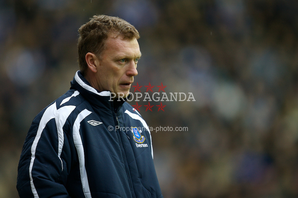 WIGAN, ENGLAND - Sunday, January 20, 2008: Everton's manager David Moyes during his side's 2-1 Premiership victory over Wigan Athletic at the JJB Stadium. (Photo by David Rawcliffe/Propaganda)