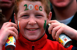 IRELAND DUBLIN 17MAR00 - Paul Caffrey (12), poses with spray cans on O'Connell Bridge during Dublin's St. Patrick's Day celebrations. He and his mother earn an income from colouring hair and faces of passers-by who long for some extra decoration...jre/Photo by Jiri Rezac..© Jiri Rezac 2000..Contact: +44 (0) 7050 110 417.Mobile:  +44 (0) 7801 337 683.Office:  +44 (0) 20 8968 9635..Email:   jiri@jirirezac.com.Web:     www.jirirezac.com..© All images Jiri Rezac 2000 - All rights reserved.