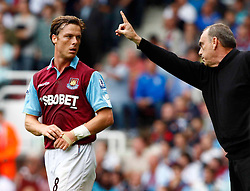 11.09.2010, Boleyn Ground Upton Park, London, ENG, PL, West Ham United vs FC Chelsea, im Bild Avram Grant Manager of West Ham United having words with Scott Parker of West Ham United . Barclays Premier League West Ham United v Chelsea. EXPA Pictures © 2010, PhotoCredit: EXPA/ IPS/ Kieran Galvin +++++ ATTENTION - OUT OF ENGLAND/UK +++++ / SPORTIDA PHOTO AGENCY