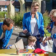 NLD/Utrecht/20160825 - Start Spieren voor Spieren actie, Reinder Nummerdor en partner Manon Flier samen met Irene Moors