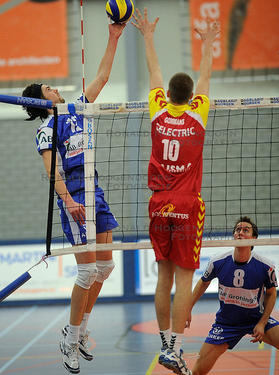 12-02-2011 VOLLEYBAL: AB GRONINGEN/LYCURGUS - DRAISMA DYNAMO: GRONINGEN<br /> In een bomvol Alfa-college Sportcentrum werd Dynamo met 3-2 (25-27, 23-25, 25-19, 25-23 en 16-14) verslagen door Lycurgus / illem-Maarten Heins (#12) en Ewoud Gommans (#10)<br /> ©2011-WWW.FOTOHOOGENDOORN.NL