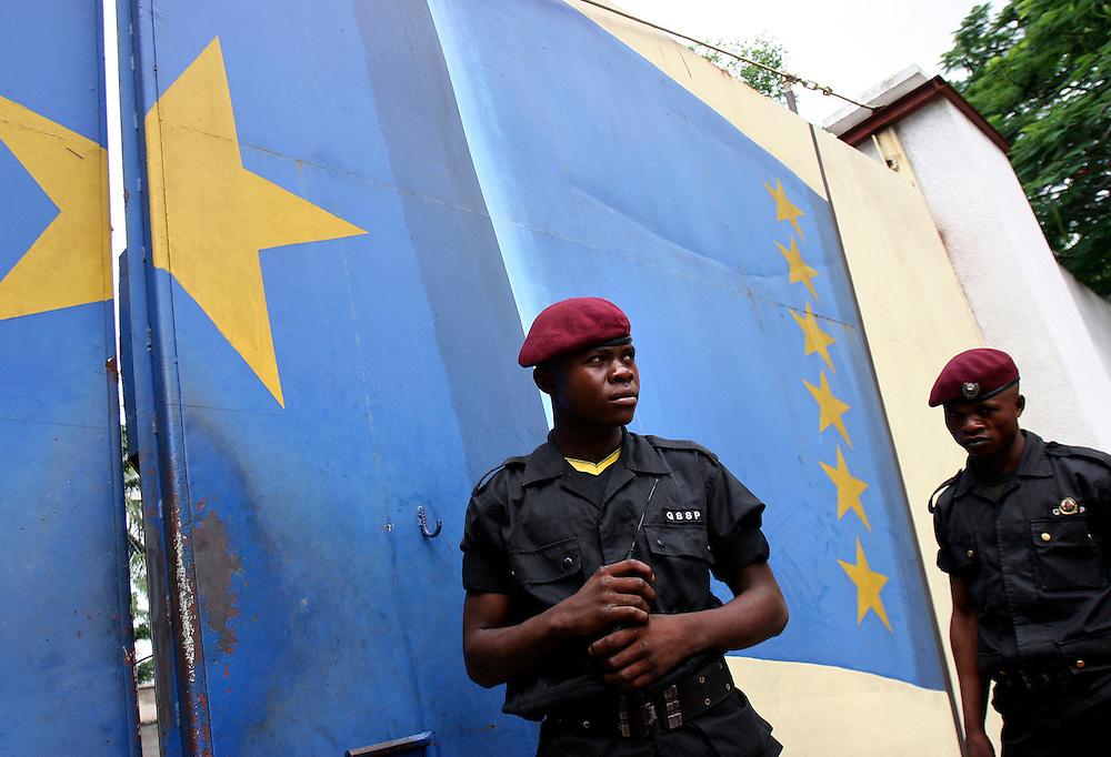 Kinshasa/Kamina November 30, 2005 - An unidentified Congolese army ©COSMOS / Jean-Michel Clajot